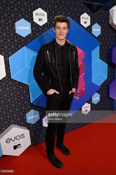 Shawn Mendes attends the MTV Europe Music Awards 2016 on November 6, 2016 in Rotterdam, Netherlands.
