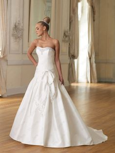 matte Softly Curved Neckline Slimming pin-tucked Bodice Ball Gown Wedding Dress - http://www.vudress.com/