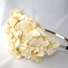 Ivory Vintage look bridal floral headpiece with gardenias and pearls. on Etsy, 788,73 kr