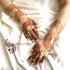 Palm Henna Designs, Pretty Henna Designs, Modern Henna Designs, Khafif Mehndi Design, Indian Henna Designs, Mehndi Designs Feet, Mehndi Design Pictures, Mehndi Designs For Girls, Wedding Mehndi Designs