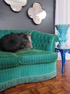 flamboyant EMERALD GREEN VELVET SOFA lounge VINTAGE LUXE hollywood regency