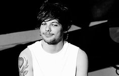 A story in which a hybrid named Louis just loves to be Daddy's boy.Harry, mentions of mpreg, few moments of self-harm. One Direction Louis Tomlinson, Louis Tomlinsom, Louis And Harry, Larry Stylinson, First Love, My Love, Louis Williams, Daddys Boy, Liam Payne