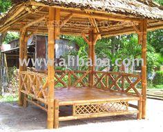 Maison en bambou sur des échasses (barre et gazebo en bambou ...