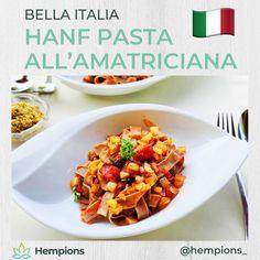 Die Power-Variante des italienischen Klassikers mit Urdinkel Hanf Pasta.  Mit unserem #healthhack ersetzt du Speckwürfel ganz einfach mithilfe von Rauchpaprika, Salz und Zwiebeln.  Mehr dazu sowie Zutaten, Zubereitung und Nährwerte im Link • Was ist dein liebstes Pastagericht? Pasta All Amatriciana, Breakfast, Kitchen, Food, Al Dente, Hemp, Noodle, Italy, Simple