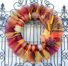 Pinterest is at it again. While browsing Pinterest during my daily  hourly look through, I found this pretty fall wreath :      Since it is...