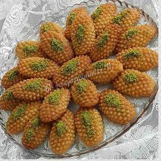 Image may contain: food Eid Sweets, Arabic Sweets, Arabic Food, Turkish Recipes, Greek Recipes, Turkish Sweets, Food Decoration, Iftar, Wedding Desserts