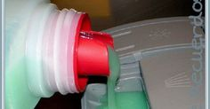 Detergente líquido casero para el lavavajillas.