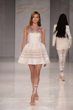 Guarda la sfilata di moda Genny a Milano e scopri la collezione di abiti e accessori per la stagione Collezioni Primavera Estate 2014.