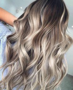 Love the depth in this blonde balayage— warm, light brown roots fading into caramel and platinum blonde shades. Platinum Blonde Balayage, Balayage Blond, Ash Blonde Hair, Cabelo Ombre Hair, Medium Hair Styles, Long Hair Styles, Hair Medium, Cute Hair Colors, Light Brown Hair