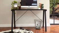 Good black quade desk to refresh your home