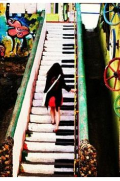 Super cool piano stairs! I want these in my house!:)