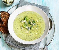 Krämig soppa med broccoli, palsternacka och ädelost   Recept ICA.se Soup Kitchen, Veggie Soup, Rom, Cooking Time, Broccoli, Soup Recipes, Vegetarian Recipes, Cooking Recipes, Kids Menu