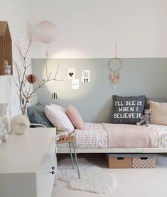 A beautiful soft sage wall is the perfect backdrop for this pretty scandi style-mädchen-schlafzimmer. Pretty blush linen and a few treasures make it cosy and. Teen Girl Bedrooms, Teen Bedroom, Master Bedroom, Casual Bedroom, Scandi Bedroom, Bedroom Decor, Bedroom Table, Bedroom Ideas, Nursery Ideas