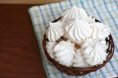 How to make Easy vanilla meringue cookies recipe easily? best ever, sweet & delicious dessert course vanilla meringue cookies recipe is a homemade food with simple oven baked cooking style. Vanilla Meringue Cookies Recipe, Vanilla Recipes, Fun Desserts, Delicious Desserts, Cookie Recipes From Scratch, Pudding Cake, Cupcakes, Eat Dessert First, Food Cakes