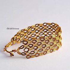 Bracelet frivolité aux navette #tatting #jewerly #bracelet #faitmain #dentelle #goldbeads #doré #bijoux #frivolite