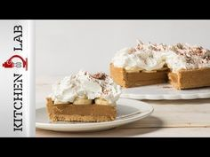 Banoffee by Greek chef Akis Petretzikis. A super quick and easy recipe to make everyone's favorite, super delicious banana and cookie dessert in no time at all! Non Chocolate Desserts, Kinds Of Desserts, Cookie Desserts, Banoffee Pie, Sweets Recipes, Sweet And Salty, Quick Easy Meals, Food Videos, Food To Make