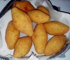 Bolinho de mandioca com carne seca. Extraído do Facebook, da página de Angélica Vaz.