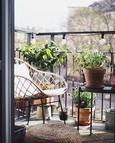 Tiny Balcony, Small Balcony Decor, Balcony Garden, Apartment Chic, Apartment Living, Exterior Design, Interior And Exterior, Interior Balcony, Danish Interior