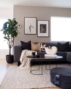 83 comfy living room decorating ideas that looks amazing 15 Decor Home Living Room, Interior Design Living Room, Living Room Designs, Living Room Decor Dark Furniture, Charcoal Sofa Living Room, Living Room Colour Design, Grey Couch Decor, Front Room Decor, Small Space Living Room