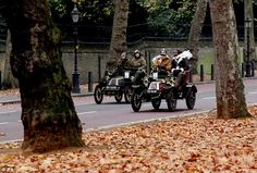 What ho chaps! Two 1903 De Dion Boutons - a Tonneau on the left and a Two-seater on the right - begin their journeys (Nov 2010)