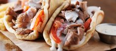 Slow Cooker greek gyros with tzatziki sauce and fries Cooking Venison Steaks, Venison Recipes, Gyros Pita, Lamb Gyros, Tapas, Greek Gyros, Eat Greek, Gyro Recipe, Eating At Night