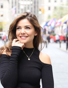 danielle campbell is so gorgeous it's not okay