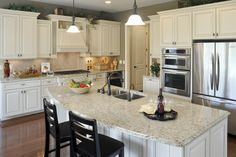 You can't go wrong with the beautiful Pembroke Model! A large kitchen with an oversized island ready for your family meals! Cincinnati Region