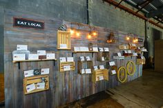 <p> Without the need for bidding sheets, Design Foundry could display the local dining gift certificates and plaques on a...