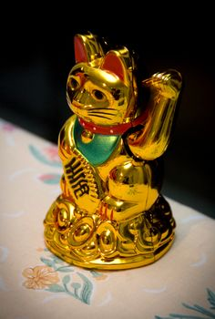Did you know that the Chinese #manekineko (beckoning cat) is said to bring good luck to its owner?