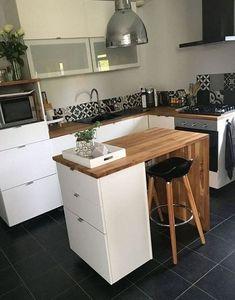 Kitchen Central: Small Kitchens – Home Design Studio Apartment Kitchen, Studio Kitchen, Ikea Kitchen, Kitchen Decor, Island Kitchen, Kitchen Small, Modern Small Kitchen Design, Floating Kitchen Island, Small Kitchen Inspiration