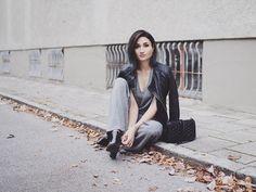 """""""Grey again. Tomorrow on THE3RDVOICE.net  #fashionblogger_de #fashionblogger #styleblogger #ootd #germanblogger #outfit #stilkolik @stilkolik #aboutalook…"""""""