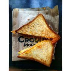 Voir le fromage fondu s'étirer dans un croque-monsieur.   18 moments de bouffe qui font kiffer tous les Français