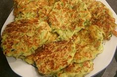 Courgette pancakes with cheese from Gonerila Zucchini Puffer, Chicken Feed, Omelet, Party Snacks, Quiche, Finger Foods, Herbalism, Low Carb, Food And Drink