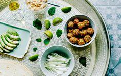 Teste de sabor: wraps de almôndegas vegetarianas | Combine uma salada fresca, ervas aromáticas e lima com almôndegas vegetarianas e crie um delicioso wrap