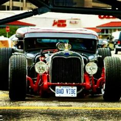 Seriously one of the best old school rides ive ever seen. Ill have a rat rod one day.