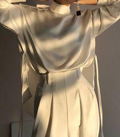 40 Casual White Slacks for Spring Summer Airport Style - Adami Pro Look Fashion, Korean Fashion, Fashion Beauty, Fashion Design, Couture Fashion, Minimalist Outfit, Minimalist Fashion, Mode Outfits, Fashion Outfits