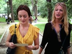 Serena and Blair walk and talk about Chuck and Carter as well as Sotheby's auction