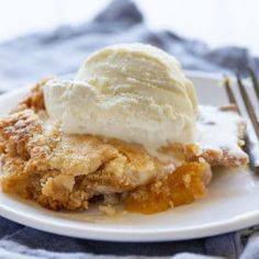 Dump Cakes are such a simple dessert with amazing flavor!Peach Dump Cakes are such a simple dessert with amazing flavor! Homemade Desserts, Easy Desserts, Delicious Desserts, Dump Cake Recipes, Dessert Recipes, Baker Recipes, Yummy Recipes, Healthy Recipes, Blueberry Dump Cakes