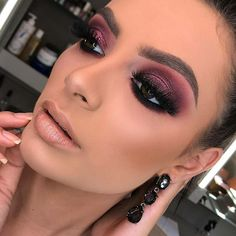 Smokey Eyes Make-up-Ideen, die Sie inspirieren 01 - Glam Makeup, Makeup Inspo, Makeup Inspiration, Makeup Tips, Beauty Makeup, Face Makeup, Makeup Ideas, Clown Makeup, Makeup Set