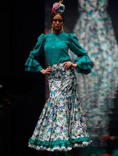 El desfile de Arte y Compás en Simof 2016. Raúl Doblado Flamenco Costume, Lace Skirt, Sequin Skirt, 2016 Fashion Trends, Spanish Fashion, Cute Skirts, Dance Outfits, Indian Dresses, Dress Patterns