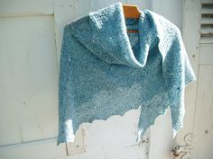 Ravelry: Project Gallery for textured shawl recipe pattern by orlane Knitted Shawls, Crochet Shawl, Knit Crochet, Cape Scarf, Knitting Accessories, Ravelry, Men Sweater, Plaid, Texture
