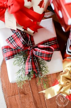 Great gift wrapping tips and links to a few bow making tutorials. Christmas Gift Bow, Christmas Present Wrap, Noel Christmas, Christmas Gift Wrapping, All Things Christmas, Christmas Presents, Holiday Gifts, Christmas Crafts, Christmas Decorations