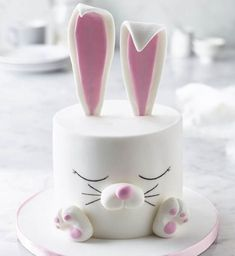 Renshaw's White Rabbit Cake Recipe Sometimes the simplest-looking effects are the hardest to achieve, but this rabbit's flawless 'fur' is easy to make with Renshaw's Ready to Roll White Icing Beautiful Cakes, Amazing Cakes, Cake Cookies, Cupcake Cakes, Fun Cupcakes, Kid Cakes, Cheesecake Cupcakes, Cupcake Ideas, Easter Bunny Cake