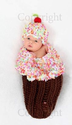 Little Cupcake Cocoon Set from The Couture Baby Crochet Baby Cocoon, Crochet Bebe, Crochet Baby Clothes, Newborn Crochet, Baby Blanket Crochet, Crochet For Kids, Crochet Hats, Baby Bunting, Baby Knitting Patterns