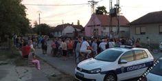 Сомбор: После напада миграната на девојку народ организовао протест јер више не може да трпи мигрантски терор! - http://www.vaseljenska.com/wp-content/uploads/2017/06/31118-Protest-građana-u-Šikari-14.-jun-2017-1-660x330.jpg  - http://www.vaseljenska.com/drustvo/sombor-posle-napada-migranata-na-devojku-narod-organizovao-protest-jer-vise-ne-moze-da-trpi-migrantski-teror/