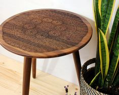 Port Rhombus, an American-own furniture design business in Bangkok has a series of beautiful wood burned tables that are classic, yet modern. Walnut Furniture, Large Furniture, Furniture Design, Midcentury Modern, Modern Rustic, Wood Burning Techniques, Mortise And Tenon, Mid Century Design, Pyrography