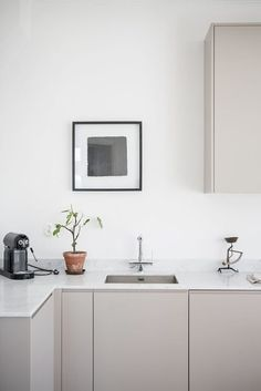 New kitchen colors gray cabinets interior design Ideas Kitchen Inspirations, Scandinavian Kitchen, Interior, Scandinavian Kitchen Design, Kitchen Decor, Beige Kitchen, Home Decor, House Interior, Minimalist Kitchen