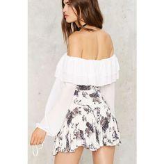 Monty Floral Mini Skirt (620 MXN) ❤ liked on Polyvore featuring skirts, mini skirts, floral skater skirts, white skirt, white stretch skirt, short white skirt and elastic waist skirt