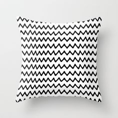 BLCK AND WHITE ZIGZAG Throw Pillow
