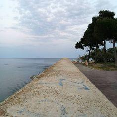 Hasta el horizonte y más allá... #mar #camino #piedra #vinaros  #playa #streetfotography #elgatoqueladraestudiocreativo  #elgatoladrando #elgatoqueladra